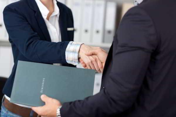 你跟网络营销高手握手成交