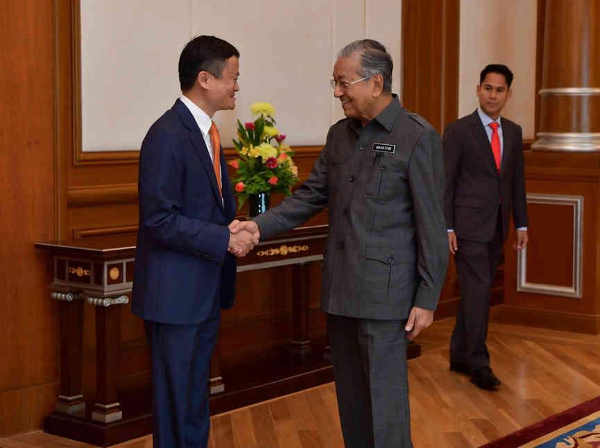 马来西亚总理马哈蒂尔在2018年6月18日上午9时亲自欢迎马云,并热烈欢迎阿里巴巴的到来