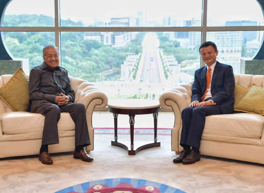 马来西亚总理马哈迪,在总理办公室会见了阿里巴巴集团董事局主席马云