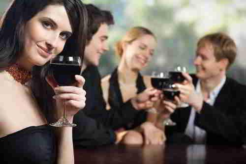 卖人际交往的解决方案 + 送红酒