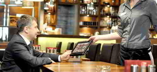 计算餐馆在节省人力和营业额方面的好处