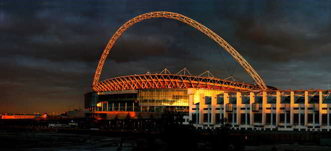 伦敦Wembley温布利球场在夕阳下